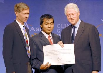 Left to right: Sasha Alyson, Khamla Panyasouk, and Bill Clinton, as the former president presented a special recognition to Big Brother Mouse at the Clinton Global Initiative meeting in Hong Kong.
